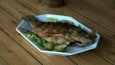 Receita: peixe à moda do arajara combina sabores do pescado e do pequi - Confira outras receitas do NE Rural em http://g1.globo.com/ceara/ne-rural/videos/