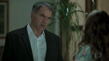 Eurico decide arcar com o tratamento médico de Nonato - Dita tenta convencer Silvana a não jogar. Dantas estranha ao saber da suposta viagem de Bibi