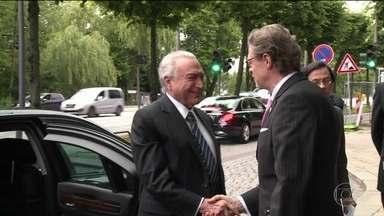 Relator na CCJ da denúncia contra Temer conclui parecer - Sergio Zveiter vai apresentar o parecer dele na segunda-feira (10). Temer chegou a Brasília no início da noite.