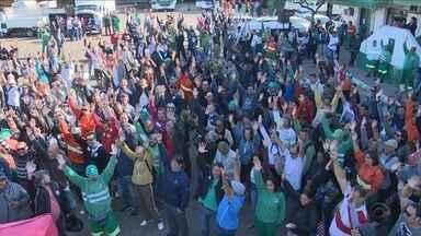 Trabalhadores da Comcap decidem pela continuidade da greve em Florianópolis - Trabalhadores da Comcap decidem pela continuidade da greve em Florianópolis