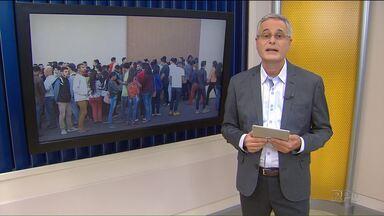 Candidatos formam longas filas em Londrina para vagas abertas por rede de supermercados - A manhã dessa terça-feira (11) foi de longas filas por Londrina. Os supermercados têm apostado em funcionários sem qualquer experiência.
