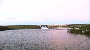 Tempo seco muda paisagem do rio Tietê na região de Pereira Barreto - O tempo seco mudou bastante a paisagem na região de Pereira Barreto (SP).