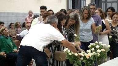 Parentes e amigos celebram missa de sétimo dia de Xico Canuto - Dono de bar na praia de Iracema era conhecido por combater o tráfico de drogas e foi morto a tiros.