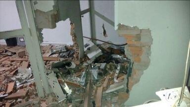 Ladrões explodem agências bancárias em MG e em PE - Em Matias Cardoso, no norte de MG, a agência ficou destruída. Os assaltantes conseguiram roubar um cofre.