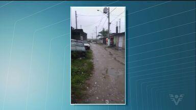 Moradores de São Vicente denunciam abandono do bairro Vila Yolanda - Ruas são de terra e há muitos buracos.