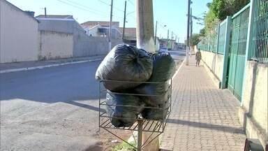 Empresa que assumiu coleta de lixo diz que vai regularizar serviço até o fim da semana - Empresa que assumiu coleta de lixo diz que vai regularizar serviço até o fim da semana.