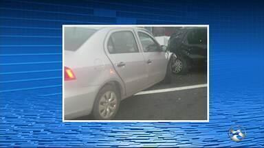 Colisão entre dois carros deixa criança morta e 5 pessoas feridas em Belo Jardim - Acidente ocorreu na BR-232. Um dos veículos invadiu a contramão e colidiu transversalmente com o outro automóvel.