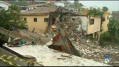 Duas pessoas morrem após prédio desabar em Garanhuns - Corpos foram encontrados no fim da tarde da segunda-feira.