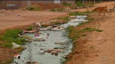 Bairro São Joaquim tem esgoto estourado em Petrolina, PE - Os moradores reclamam que é perto de um vazamento de água limpa.
