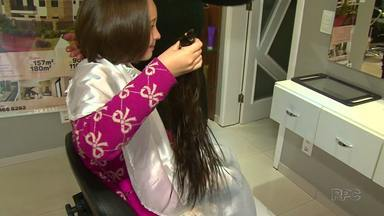 Menina de sete anos deixa cabelo crescer para doar para pacientes com câncer - Conheça a Maria de Guarapuava.