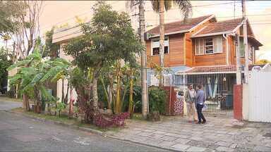 Prefeitura de Curitiba vai rever decreto que proíbe plantar árvores e hortas na calçada - Caso ocorrer depois que o Paraná TV mostrou a história de um morador que foi multado, depois de plantar uma bananeira em frente de casa, no Hugo Lange.
