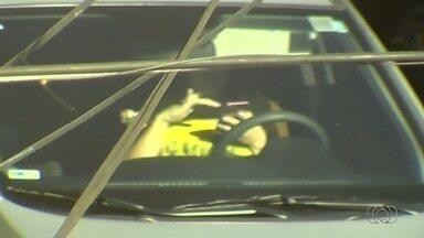 Câmeras de monitoramento flagram motoristas cometendo imprudências no trânsito em Goiânia - A partir de segunda-feira (17), a SMT multará os condutores infratores.