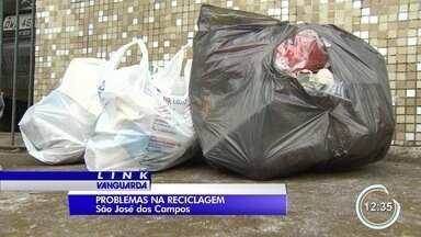 Destino do lixo coletado em São José é investigado - Imagens mostram lixo orgânico misturado ao reciclável.