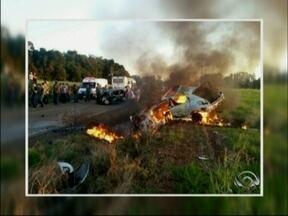 Cinco pessoas morrem em acidente de trânsito em Lagoa dos Três Cantos, RS - Dois veículos bateram de frente na ERS 332
