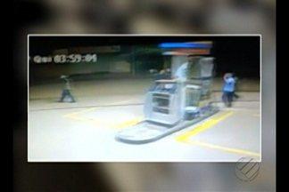 Polícia faz buscas dos onze suspeitos de explodir caixas eletrônicos do Banco do Brasil - Os assaltantes fizeram policiais militares de reféns.