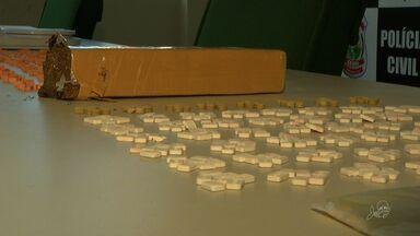 Quase dois mil comprimidos de ecstasy são apreendidos pela polícia - Uma pessoa foi presa em posse da droga.