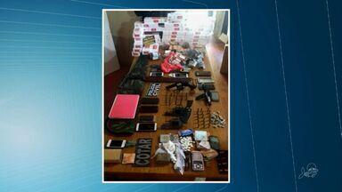 Operação em Senador Pompeu prende 14 suspeitos de tráfico - Foram apreendidas armas, munições, cédulas e droga.