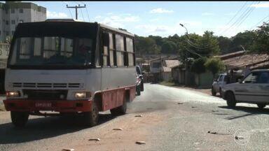 Moradores reclamam da paralisação da obra de alargamento de avenida na Zona Leste - Moradores reclamam da paralisação da obra de alargamento de avenida na Zona Leste
