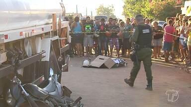 Jovem morre em acidente de trânsito no bairro Esperança - Onésimo Cardoso Branches, 24 anos, morreu vítima de acidente de trânsito na tarde desta sexta-feira, na Avenida Quixadá, bairro Esperança. Segundo a polícia, o mototaxista tentou fazer uma ultrapassagem e acabou caindo para baixo de um caminhão.