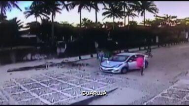 Imagens flagram assalto a turistas em Guarujá - Crime ocorreu na Praia de Pernambuco.