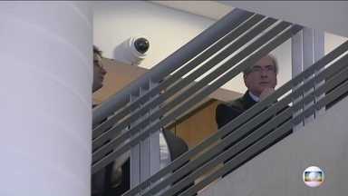 Silêncio de Cunha levanta suspeita de tentativa de acordo de delação - Ex-deputado foi chamado a prestar depoimento à PF, mas nada declarou. Possível delação de Cunha já teria entre 70 e 80 temas; advogado nega.