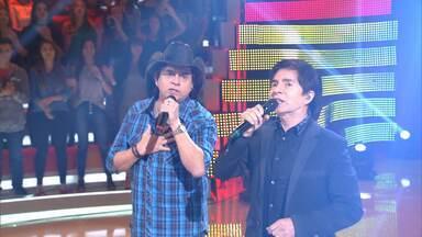Chitãozinho e Xororó cantam 'Evidências' - Dupla coloca a galera para cantar na música mais tocada nos karaokês do Brasil