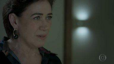 Silvana afirma para Joyce que Irene está interessada em Eugênio - Arquiteta afirma que a vilã foi a responsável pelo fim do casamento da socialite