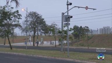 Frente fria melhora a qualidade do ar na região de Bauru - Com a chegada de uma nova frente fria, as temperaturas despencaram na região Centro-Oeste Paulista, melhorando também a qualidade do ar. O último registro de chuva em Bauru foi no dia 15 de junho, segundo o IPMet/Unesp e a umidade relativa do ar tinha alcançado níveis críticos.