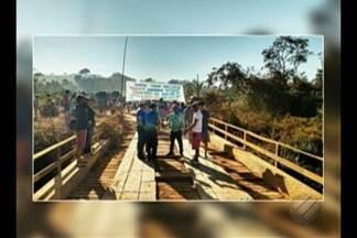 Manifestantes bloquearam o km 172 da Transamazônica, em Uruará - Manifestantes bloquearam o km 172 da Transamazônica, em Uruará