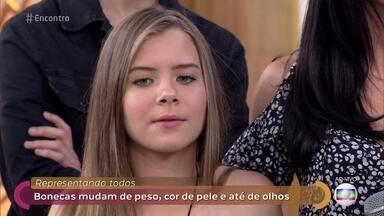 Estudante de 13 anos cria bonecas inclusivas para feira de ciências - Projeto de Maria Isabella foi escolhido para representar o Brasil em Los Angeles. As bonecas criadas pela estudante mudam de peso, cor de pele e até o tipo de olho