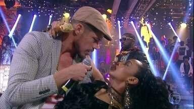 Brau fica com ciúmes da relação de Michele com Filipe Cesar - Andrea defende os interesses de seu cliente, que se desespera com participação do ator da novela em seu programa de televisão