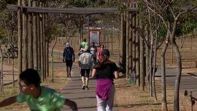 Frequentadores do Taguaparque pedem melhorias para a área de lazer - Taguaparque passou por reformas há pouco tempo, mas os frequentadores pedem melhorias na limpeza e na segurança do parque de Taguatinga.