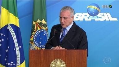 Temer segue com negociações para tentar se livrar de denúncia - No meio das negociações, o presidente viajou à Argentina para uma reunião do Mercosul.