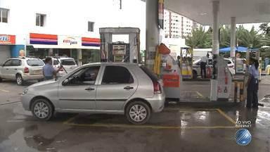 Preço do combustível tem reajuste de R$ 0,41 a mais; confira a média dos valores - Motoristas falam sobre o aumento e como economizar. Confira na reportagem.