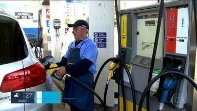 Motorista da Grande São Paulo começa o dia pagando a conta do aumento dos combustíveis - O governo federal aumentou o imposto PIS/COFINS sobre os combustíveis. E não demorou nem 12 horas do anúncio para o motorista começar a pagar a conta.