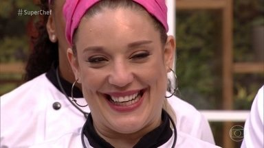Veja a trajetória de Helga Nemeczyk no Super Chef Celebridades - Atriz comemora aprendizado no programa e comenta a fama de chorona