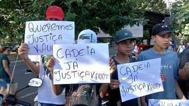 Parentes e amigos de Kauan fazem manifestação em Campo Grande - Eles vivem a angústia de não saber onde está o menino e pedem justiça.