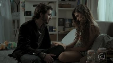 Rita diz para Ruy que se sente presa e quer se mudar - Ruy tenta convencer a esposa a pensar melhor