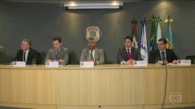 Delegados e representante do MP são questionados sobre mudanças na PF em Curitiba - Foi durante a entrevista sobre a Operação Cobra. Procurador criticou a medida.