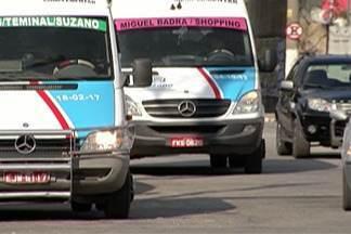 Disputa entre motoristas de vans e ônibus em Suzano resulta em agressões - Concorrência descambou para a violência na cidade. Transporte complementar é legalizado e tem linhas em comum com o transporte coletivo.