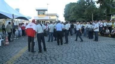 Após protesto cobrando reajuste salarial, rodoviários se reúnem para nova negociação - Donos de empresas de ônibus também participaram.