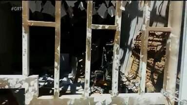 Bandidos explodem agência do Bradesco em Santa Cruz, no Sertão de PE - Durante o crime, quatro pessoas foram feitas reféns, mas acabaram sendo liberadas em seguida