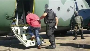 Megaoperação transfere 27 presos do RS para três penitenciárias federais - Eram chefes de quadrilhas que comandavam o tráfico de drogas, roubos e assassinatos de dentro das cadeias gaúchas.
