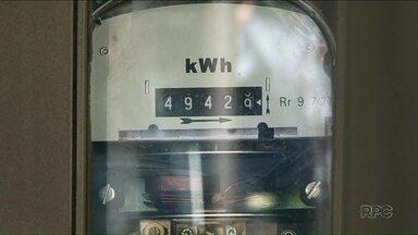A conta de energia elétrica vai ficar mais cara a partir de hoje - Já está valendo a bandeira vermelha para energia elétrica e é preciso economizar para não se assustar com a conta no final do mês.