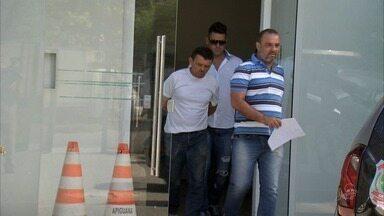 Padeiro atira em comerciante vizinha por não tolerar concorrência, diz polícia - Ele foi preso em Fortaleza com armas de fogo.