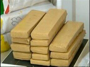 Caminhão lotado de droga é apreendido em Anhumas - Veículo foi abordado pela Polícia Militar Rodoviária.