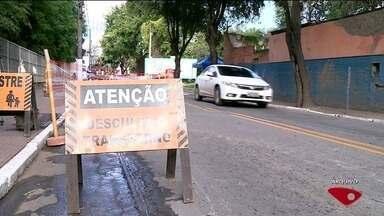 Criminosos roubam até placas de sinalização em Cachoeiro de Itapemirim, ES - Cones também estão sendo levados pelos bandidos.