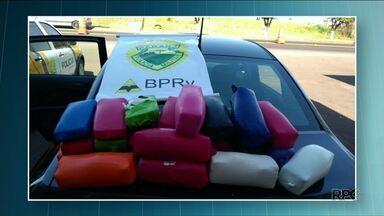Polícia de Cruzeiro do Oeste descobre drogas em tanque de combustível de carro - Foram apreendidos 12 kg de cocaína e 13 kg de crack. Os produtos foram levados para a delegacia da cidade.