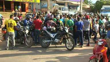 Mototaxistas clandestinos fazem manifestação na Rodovia Fernando Guilhon - Os mototaxistas protestaram contra medidas adotadas pela Secretaria de Mobilidade e Trânsito (SMT), o ato causou transtornos aos motoristas que trafegavam na via.