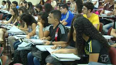 Estudantes de cursinhos voltam a encarar longa maratona de estudos para o Enem - Teve estudantes que preferiu passar as férias estudando e se programando para se dar bem nas provas.